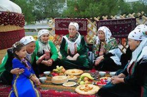 dedddfd64c88 ... вкушая пищу и питье, поститься же в этот благословенный день нельзя. В  этот день мусульмане всего мира, совершив омовение, надевают праздничную  одежду и ...